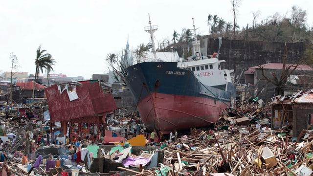 Der zerstörte Ort Tacloban City.