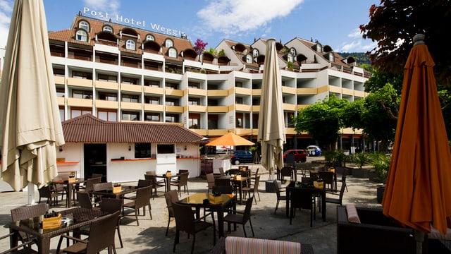 Das Post Hotel in Weggis mit seiner Sonnenterrasse am See.