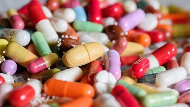 Die Medikamente werden regelmässig auf ihre Wirtschaftlichkeit überprüft.