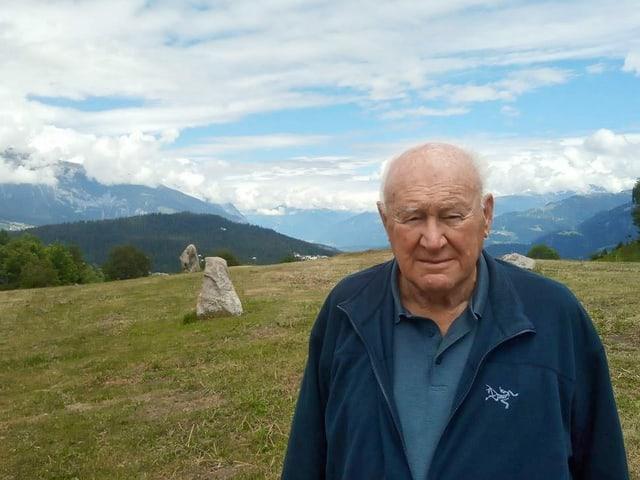 Ignaz Cathomen (86) è il «bab» dal parc la Mutta. Er anc suenter sias passa 1000 visitas guidadas è la fascinaziun per l'istorgia da la collina gronda.
