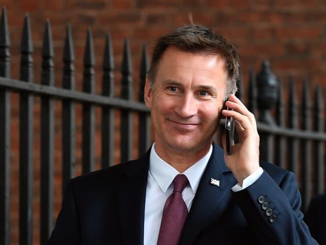 Jeremy Hunt telefoniert