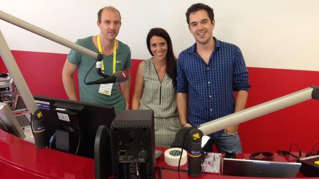 Produzent Moritz Conzelmann mit den SRF 3 ModeratorInnen Rahel Giger und Fabio Nay. (v.l.n.r.)