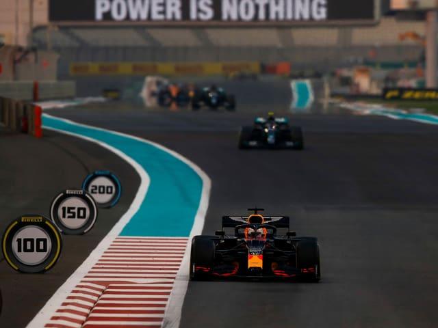 Max Verstappen gewinnt in Abu Dhabi vor Valtteri Bottas und Lewis Hamilton.