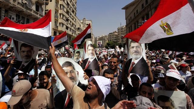 Mursi Anhänger demonstrieren in Kairo.