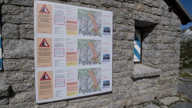 Warntafel an der Sciora Hütte