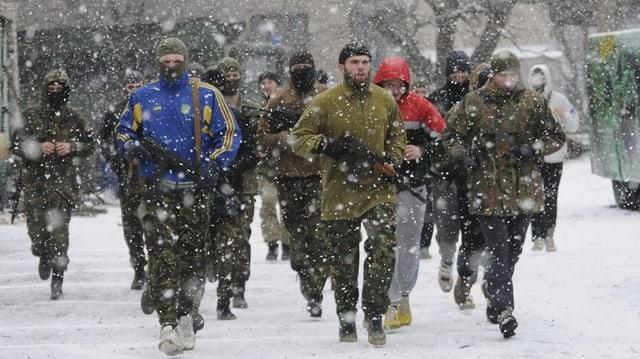 Schuldada ucranaisa durant exercizis.