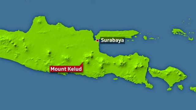 Eine zweite Karte zeigen den Surabaya, wo der internationale Flughafen liegt sowie den Berg Kelud.