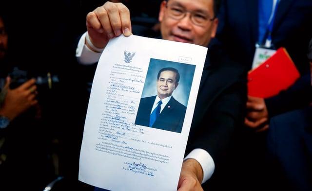 Der Juntachef hat seine Kandidatur offiziell eingereicht.