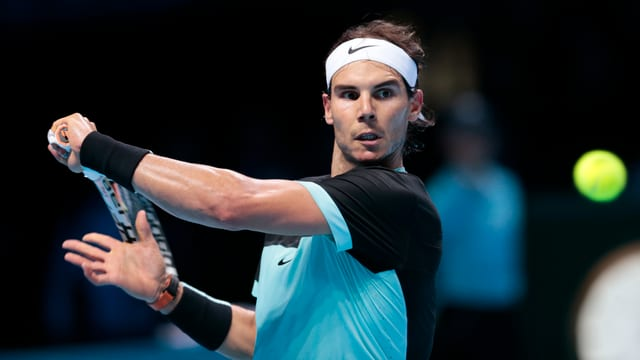Rafael Nadal hat den Ball im Fokus.