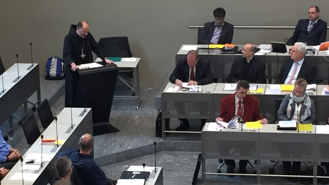 l'avat da la claustra Uznach ha tegni in referat a la sesida dal Corpus catholicum.