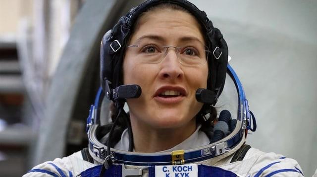 Christina Koch in der Astronautenuniform.