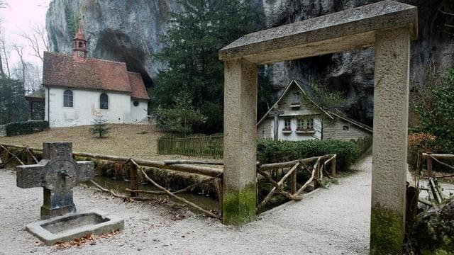 Haus und Kapelle in der Verenaschlucht