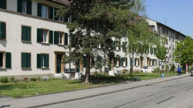 Blick auf Häuser an der Birsstrasse in Basel