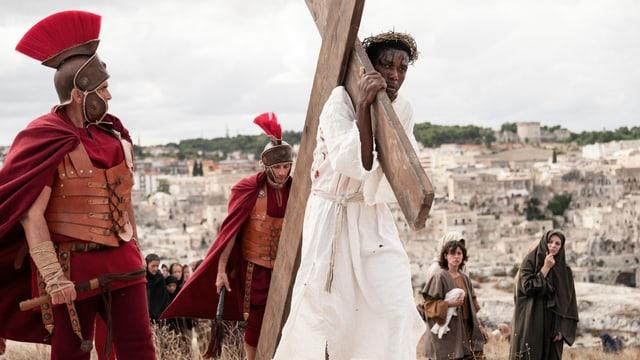 Mann mit Kreuz