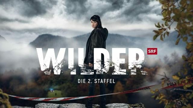 Vor einer Bergkulisse steht eine Frau. Mitten im Bild steht der Schriftzug Wilder.
