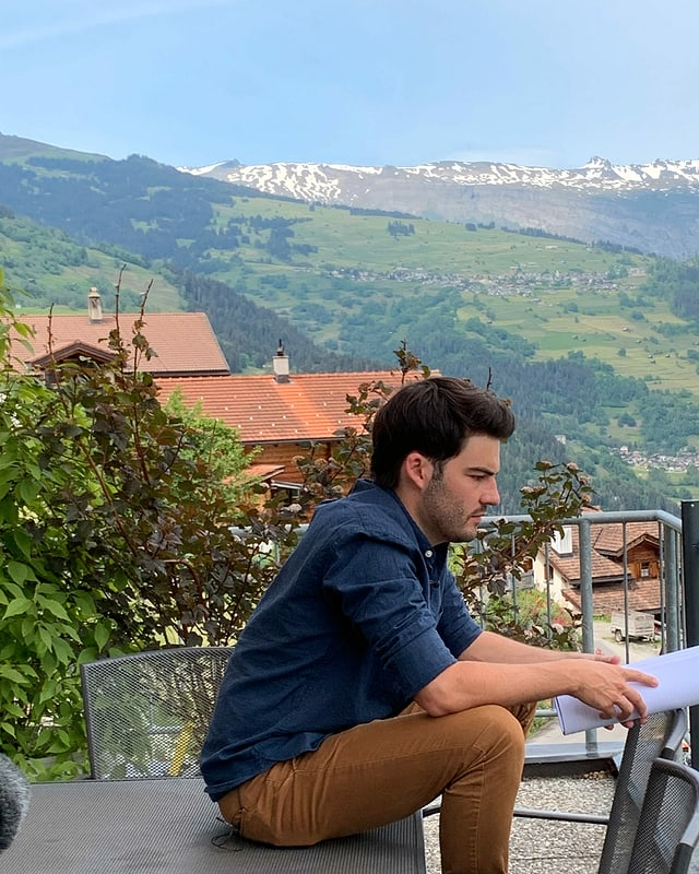 Curdin Caviezel recitescha sin balcon a Luven