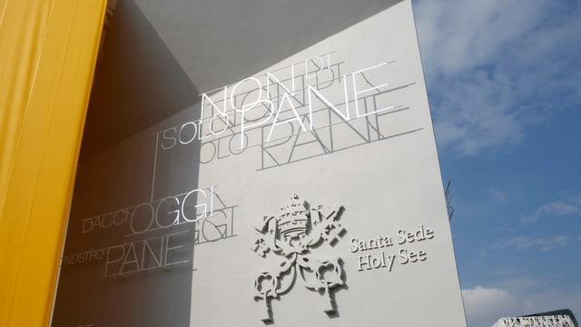 Der drei Millionen Euro teure Pavillon des Vatikan in gold und grau.