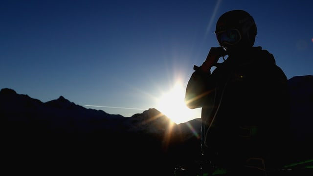 Marcel Hirscher im Training vor einem Sonnenaufgang