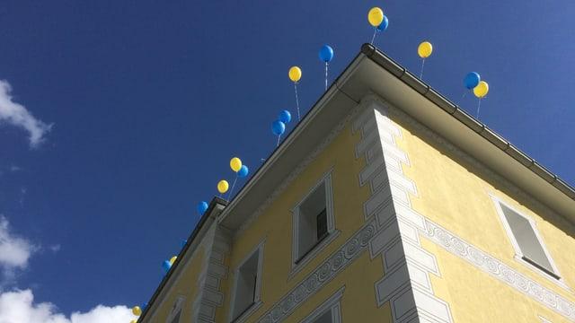 clinica cun balons per la festa