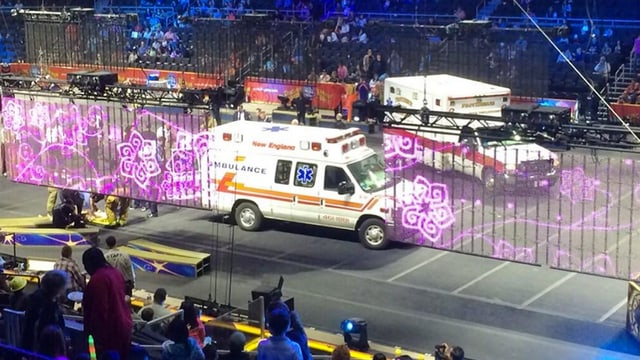 Zwei Ambulanzen im Zirkus.