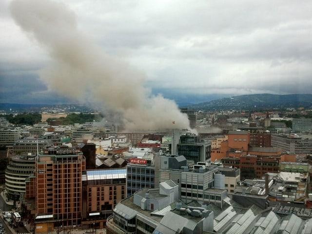 Rauch über dem Regierungsgebäude