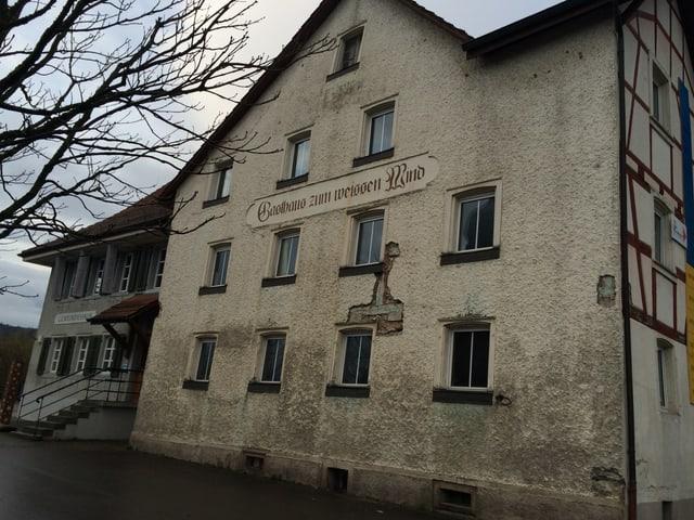 """Fassade des Gasthauses """"Zum weissen Wind"""""""