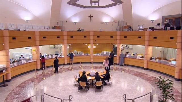 Video «Der Vatikan und sein Geld» abspielen