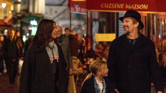 Ethan Hawke und Juliette Binoche auf einer französischen Strasse.