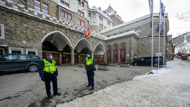 Badrutt's palace with the police.