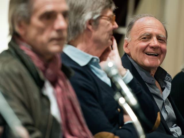 Bruno Ganz lacht in die Kamera.