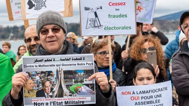 Demonstranten gegen Bouteflika in Genf.