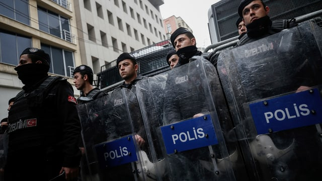 Polizists ad Istanbul.