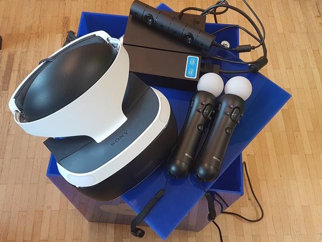 Headset, Kabelsalat und Brille sind im Standardpaket inbegriffen. Kamera und Moves muss man sich dazukaufen.