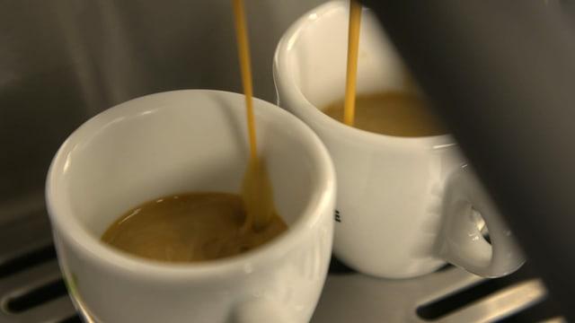 Kaffe wird rausgelassen.