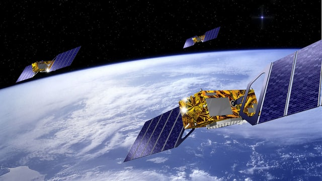 Purtret d'in satellit en il spazi.