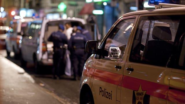 Polizeiauto auf der Zürcher Langstrasse.