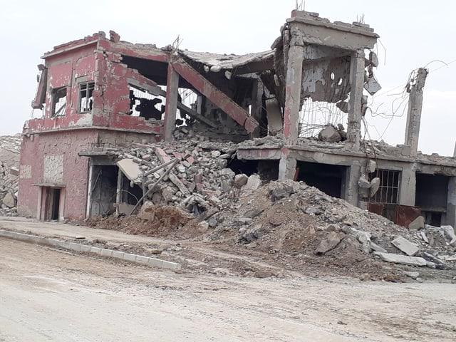 Ein Haus in Trümmern, rote Backsteine
