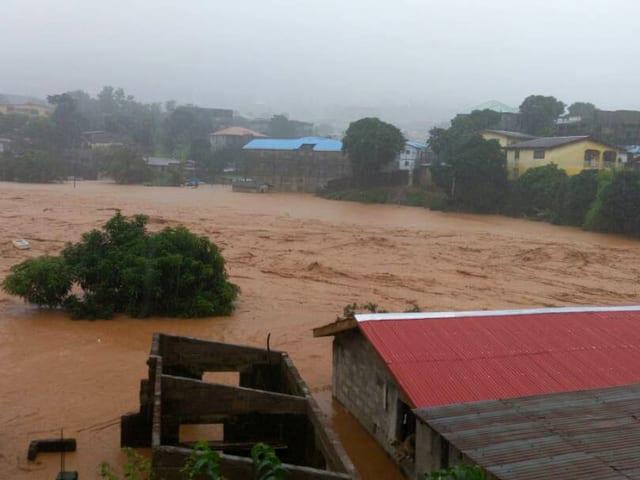 Überschwemmte Strassen und Häuser.