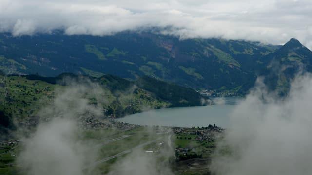 Regen und Wolken auf und rundum das Stanserhorn bei Stans im Kanton Nidwalden.
