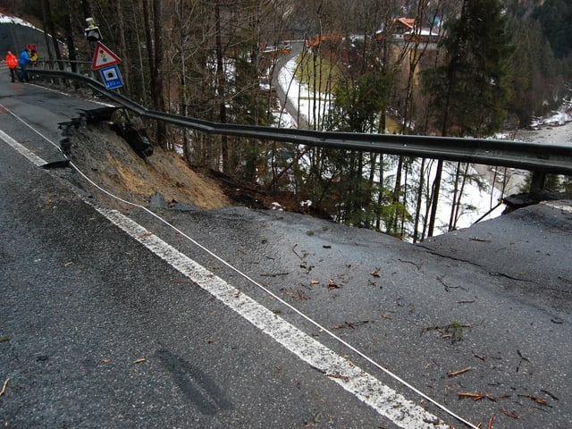 Abgebrochenes Strassenstück unterhalb Adelboden