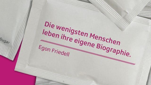 """Zitat aus «Egon Friedells Konversationslexikon»: """"Die wenigsten Menschen leben ihre eigene Biographie""""."""