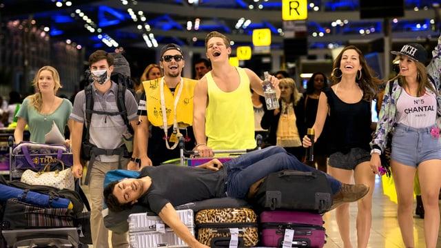 Die Schüler am Flughafen in Bangkok.