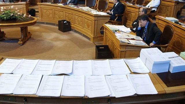 Stapel von Gesetzestexten im Ständerat.