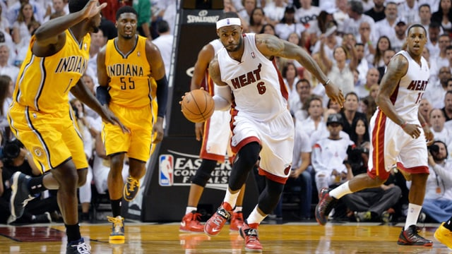 LeBron James (Mitte) erzielte 25 Punkte für Miami.