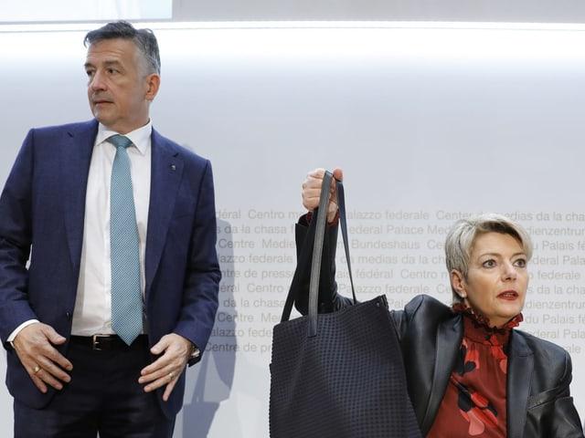 Der Nidwaldner Ständerat Hans Wicki mit der damaligen Bundesratskandidatin Karin Keller-Sutter.