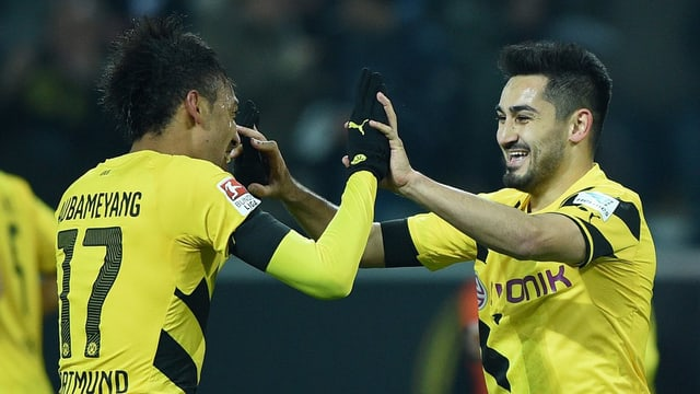 Torschütze Ilkay Gündogan (r.) und Pierre-Emerick Aubameyang freuen sich über den Treffer zum 1:0.