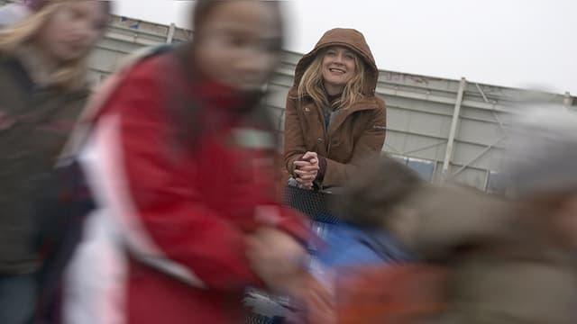 Video «Eva Wannenmacher hat die Kindheit im Blickfeld» abspielen