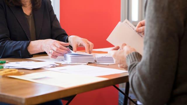 Purtret da las enveloppas da votar.