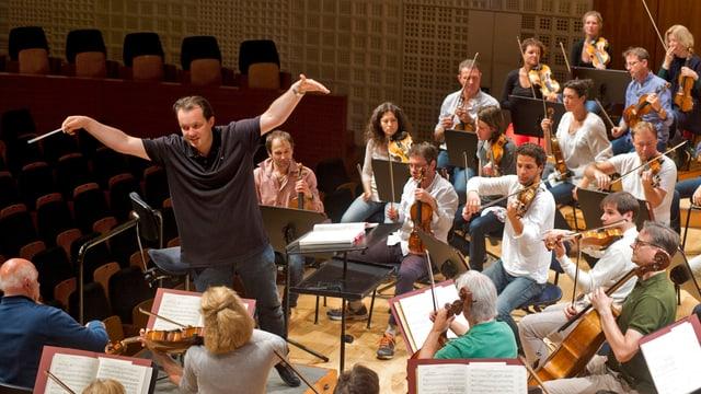 Andris Nelsons und das Lucerne Festival Orchestra proben das Eröffnungskonzert.