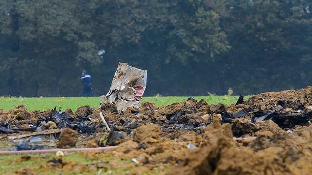 Las restanzas dal aviun militar crudà sur il Giura franzos l'october 2015.